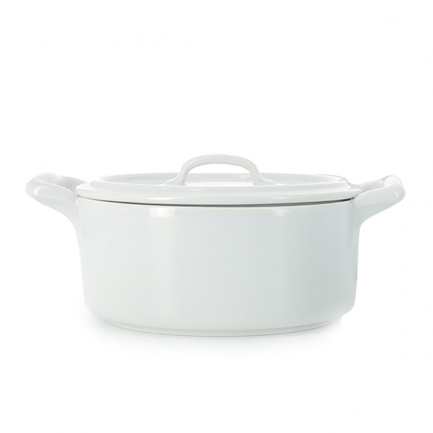 Casserole dish in white porcelain with lid